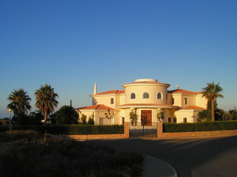 Villa Ossonaba - Herzlich Willkommen!