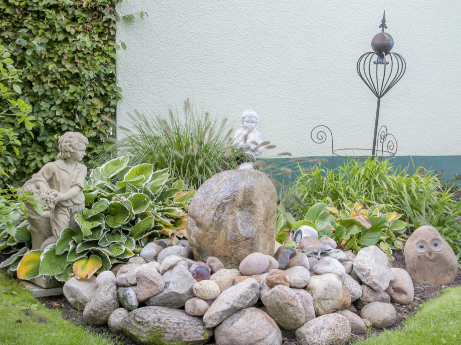 Der Wasserstein mit Steinfiguren