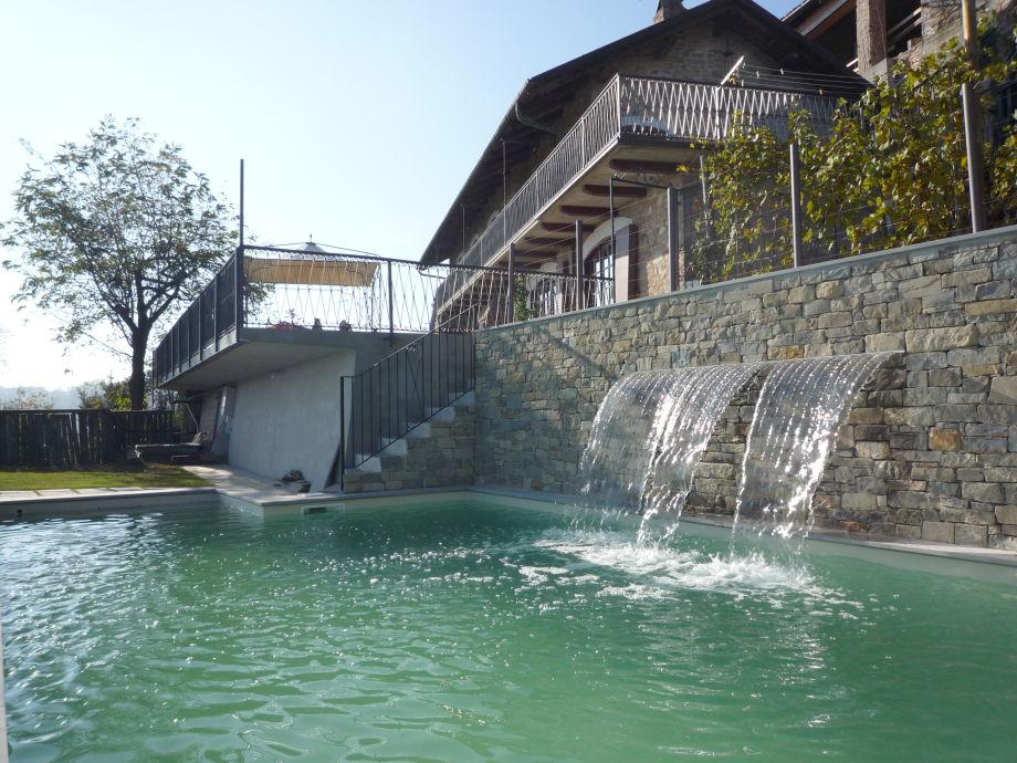 Pool mit Wasserfall