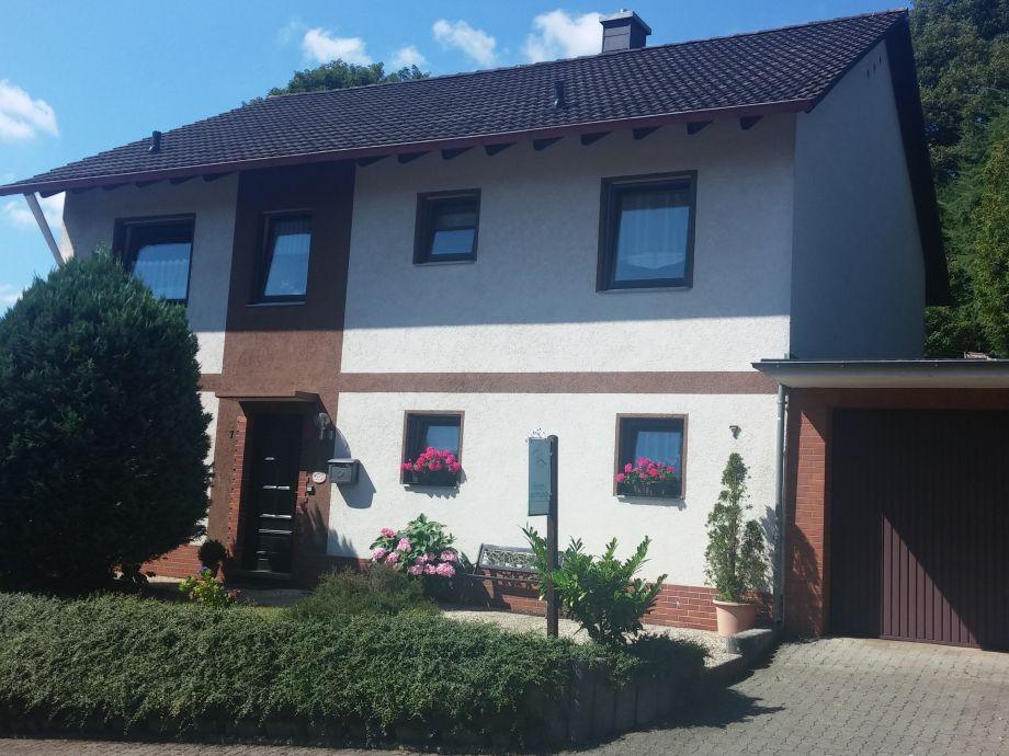 Frontansicht des Hauses - Ferienwohnung im Erdgeschoss