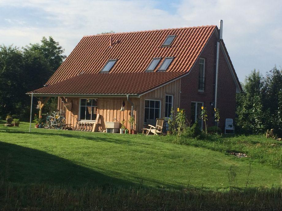 Gartenhaus mit Blick zum Feld
