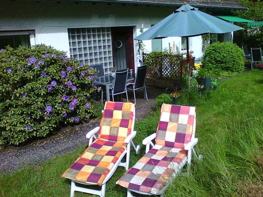 Liegestühle, Grill  und Außensitz für unsere Gäste