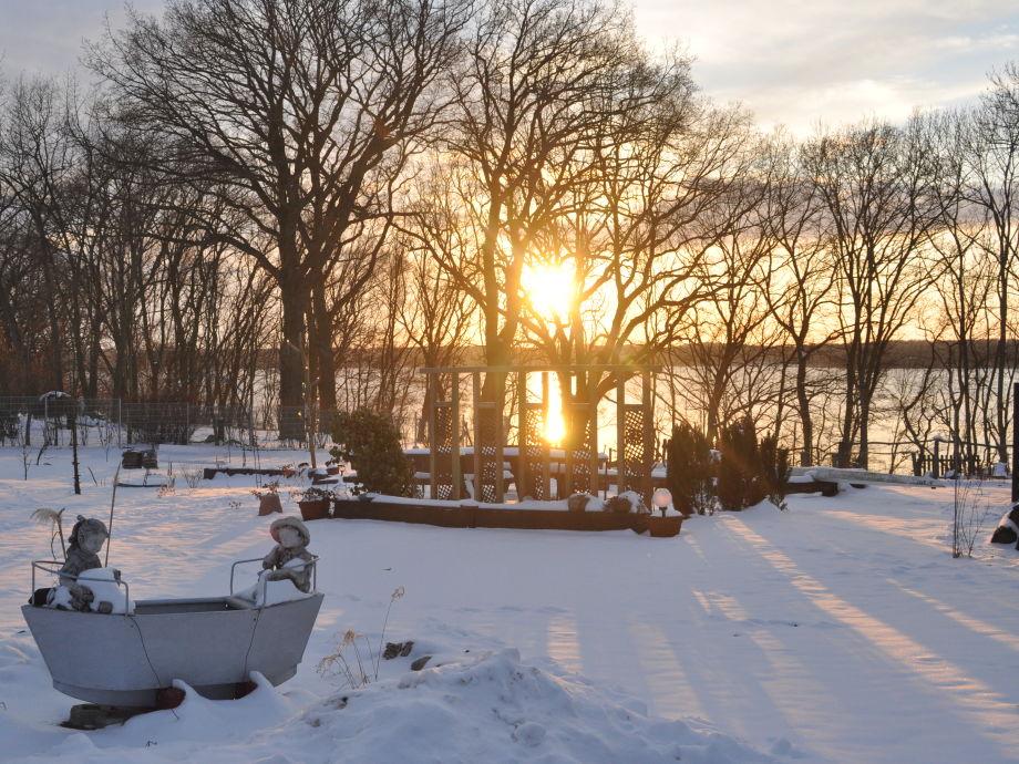 Uferhaus Garten im Winter