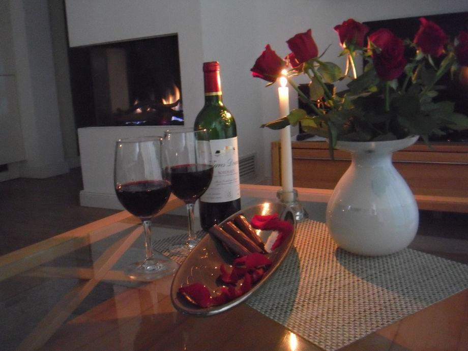 Romantische Stunden vorm Kamin