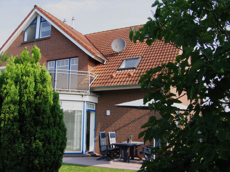 Rückwärtige Hausansicht mit Terrasse