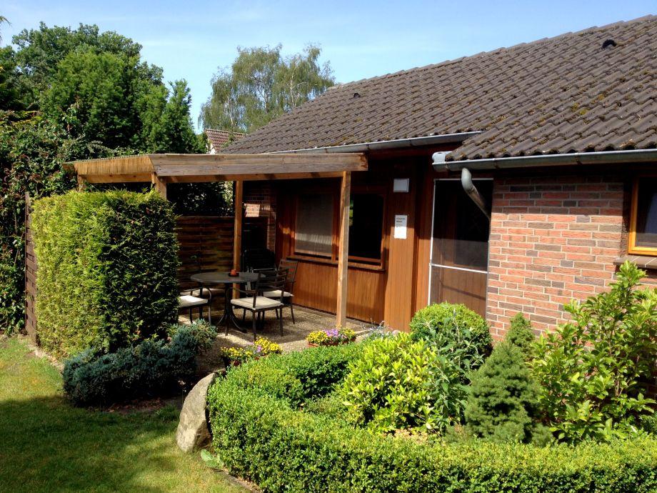 Möblierte Terrasse und Zugang zum Ferienhaus Igelchen