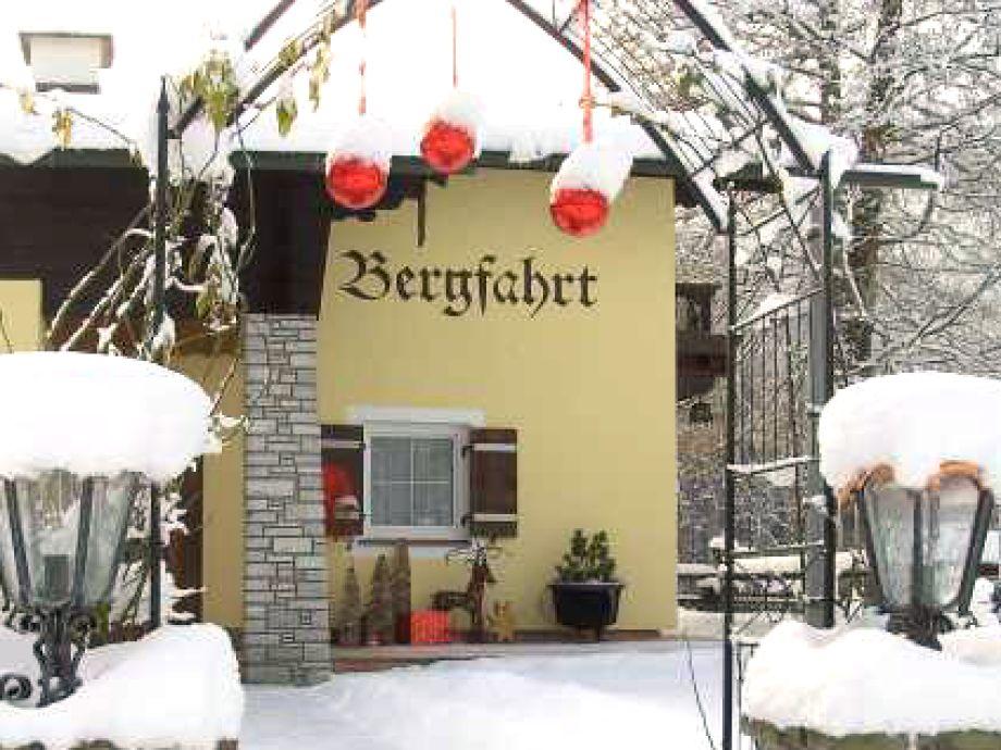 Unser Haus im tiefen Schnee