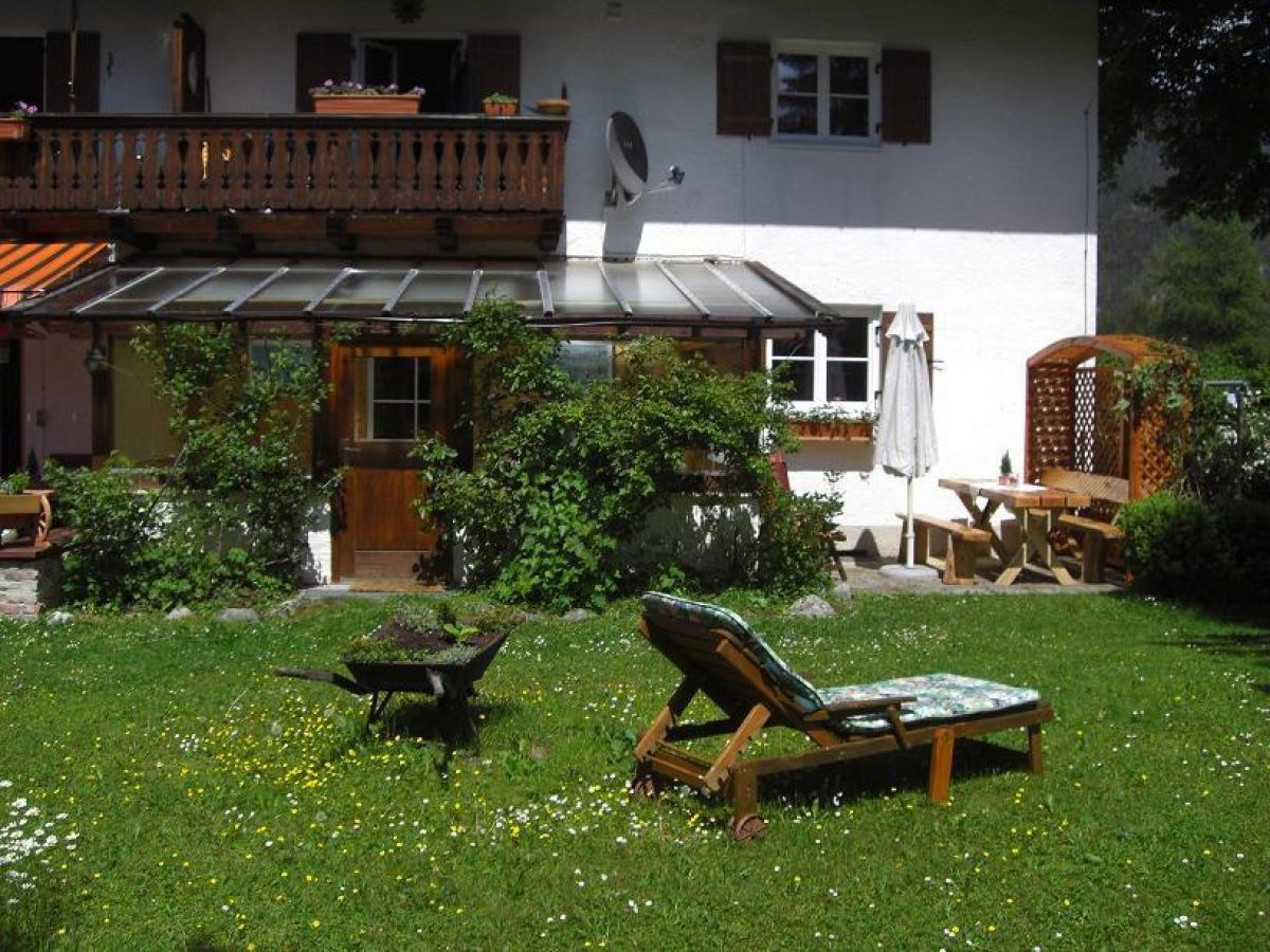 Holiday apartment ferienwohnung w rnerblick upper bavaria for Liegewiese sofa