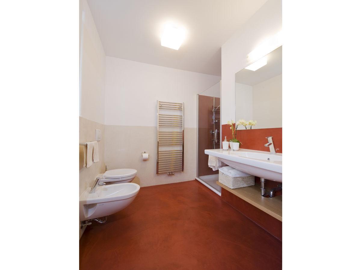 ferienwohnung rot auf dem sandwiesen hof meran frau. Black Bedroom Furniture Sets. Home Design Ideas