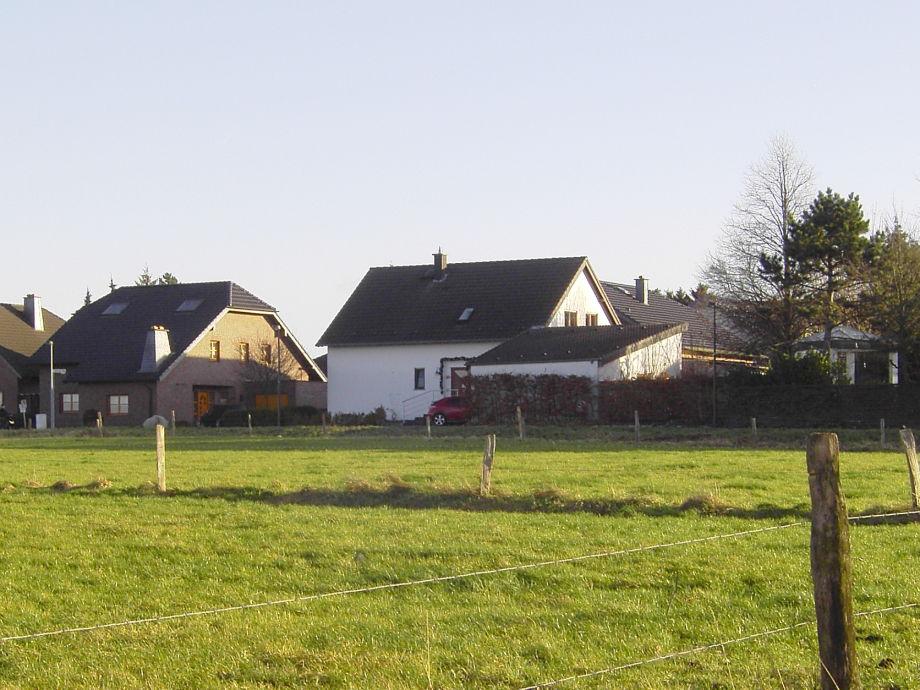 Unser Haus vom Feld aus betrachtet