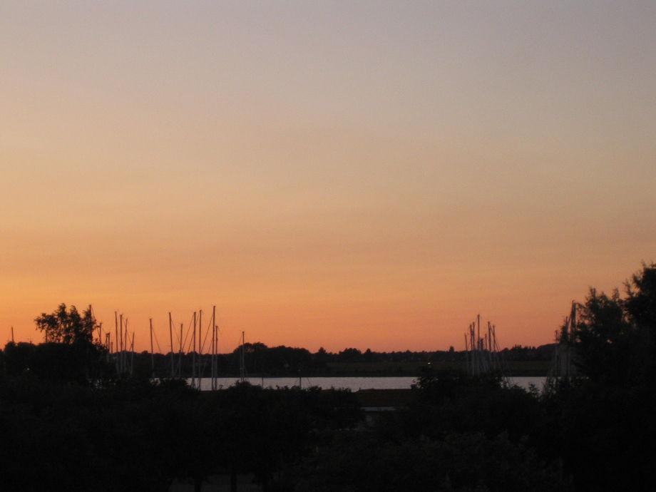 Der Sonnenaufgang auf dem Balkon