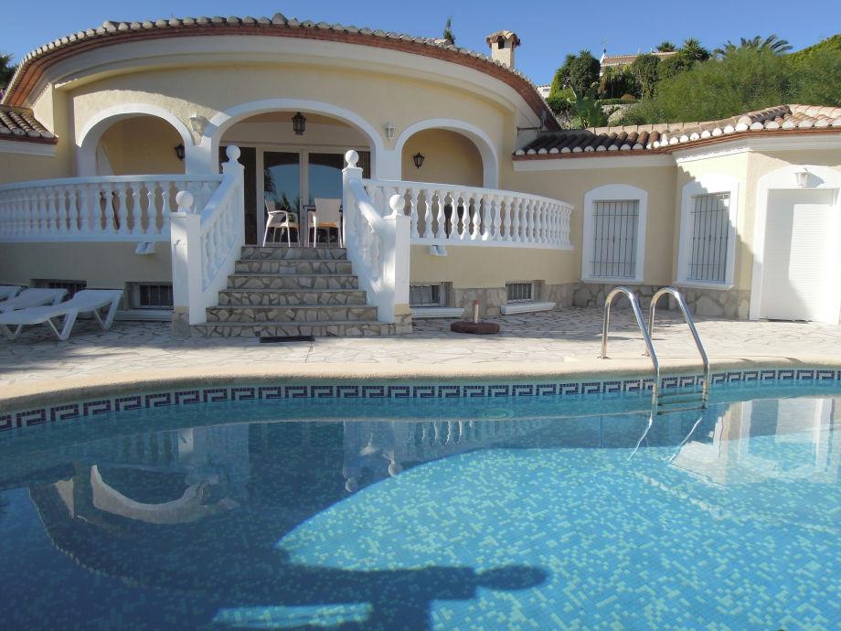Frontansicht der Villa Vista
