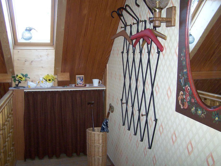 Ferienwohnung streller dachau frau ingrid streller for Schuhschrank treppenhaus