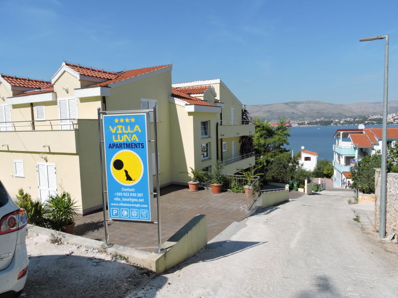 Holiday house Villa Luna-Trogir