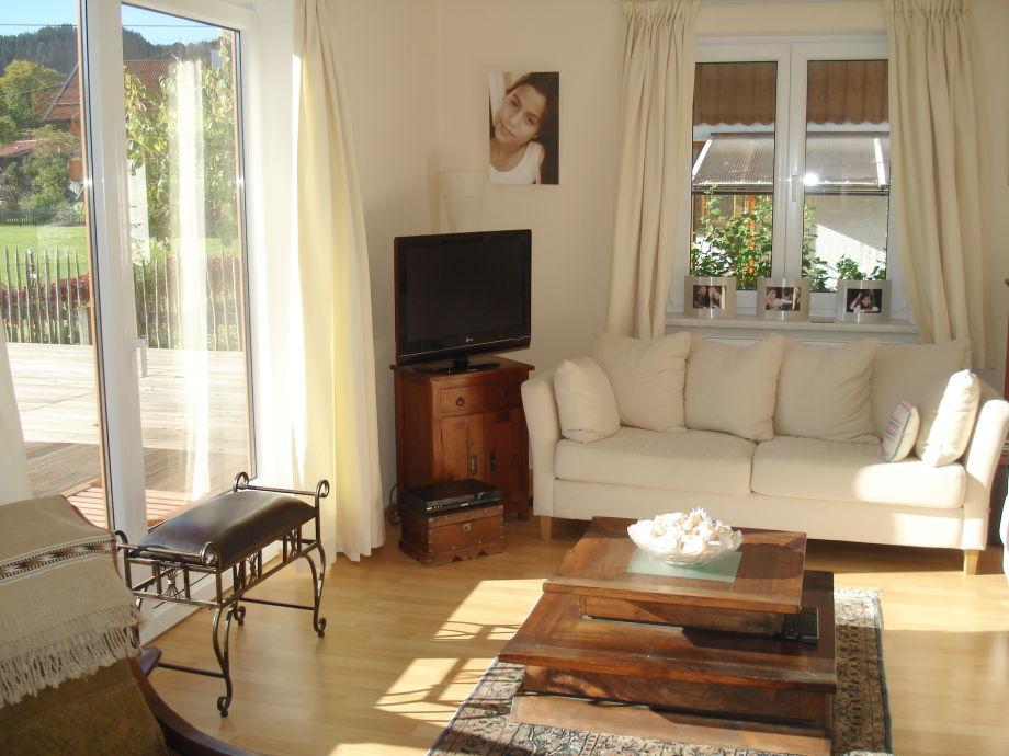 B3: Light living room