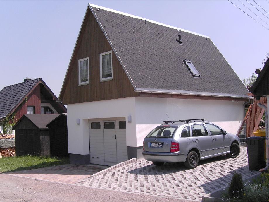 Ansicht Ferienwohnung mit Garage