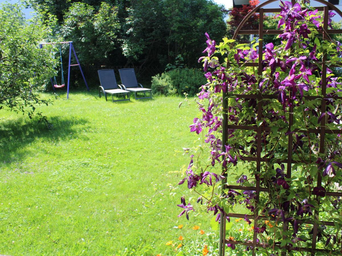 Ferienwohnung alpenherz ammergauer alpen familie sabine - Garten leichte hanglage ...