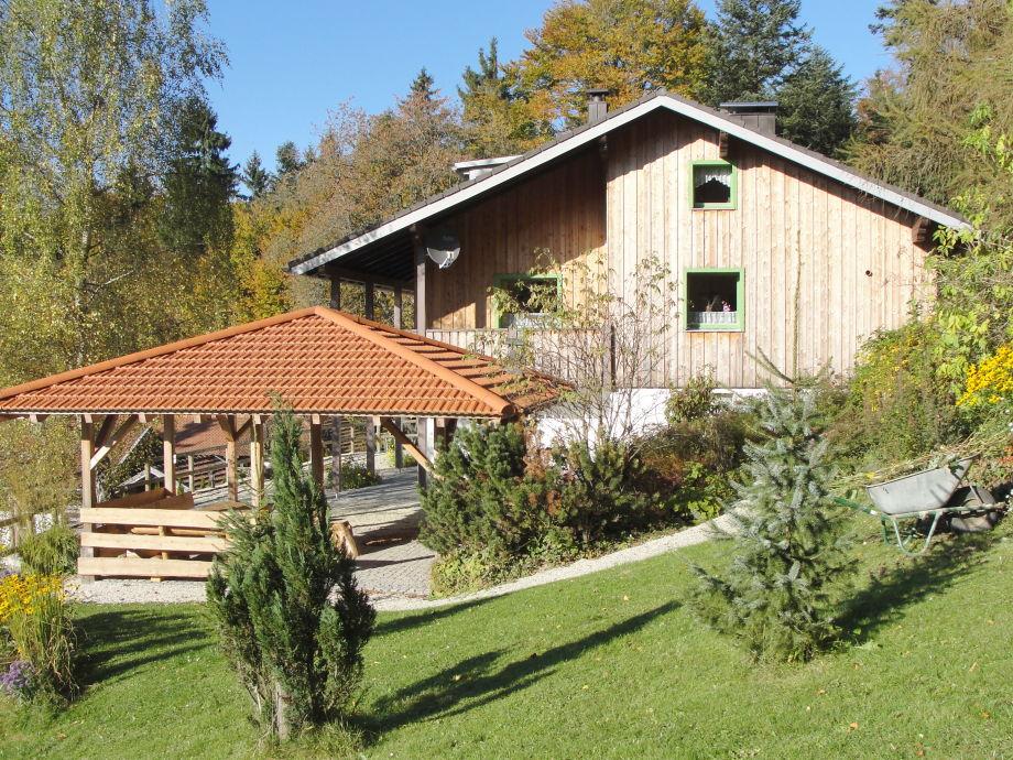 Ferienhausansicht Süden mit Pavillon