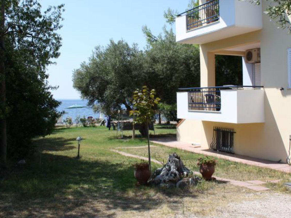 Apartment haus des piraten chalkidiki firma holidays for Apartment haus