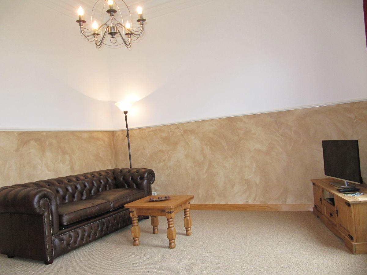 wohnzimmer chesterfield:Wohnzimmer mit Chesterfield Sofa