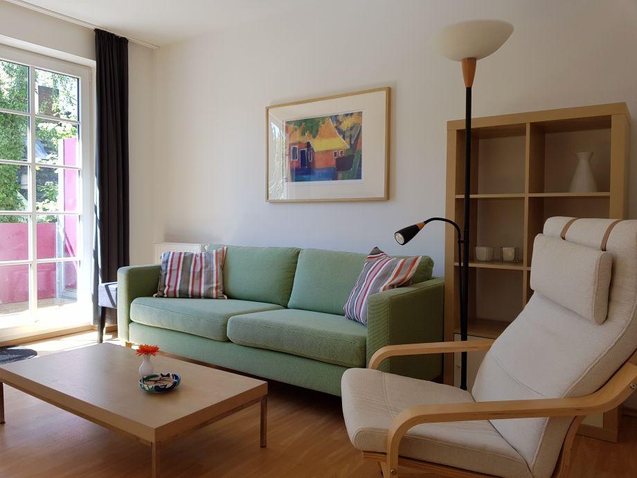 Wohnbereich mit Sofa und Sessel