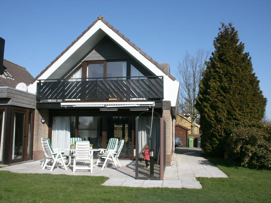 Haus mit Garten und Bootssteg