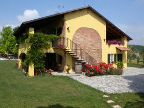 "Ferienwohnung ""East"" in Country House Cascina San Martino"