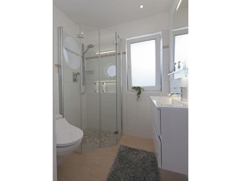 Perfekt Eines Von 2 Badezimmern Und 2 Gäste WCs