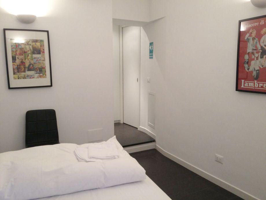 gro e ferienwohnung bei der spanischen treppe latium frau brigitte. Black Bedroom Furniture Sets. Home Design Ideas