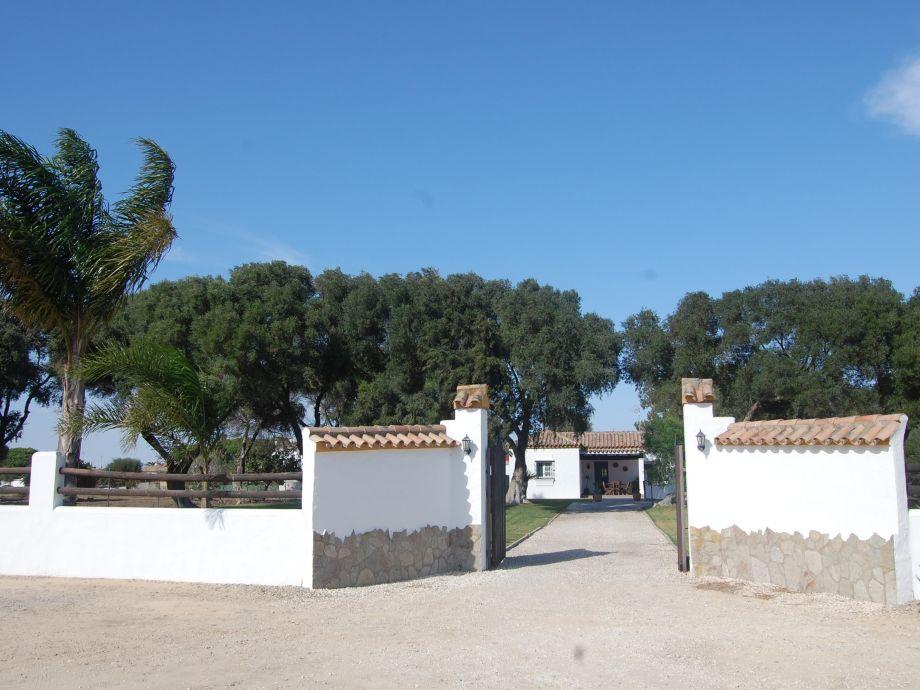 Einfahrt zur Finca Casa Charo