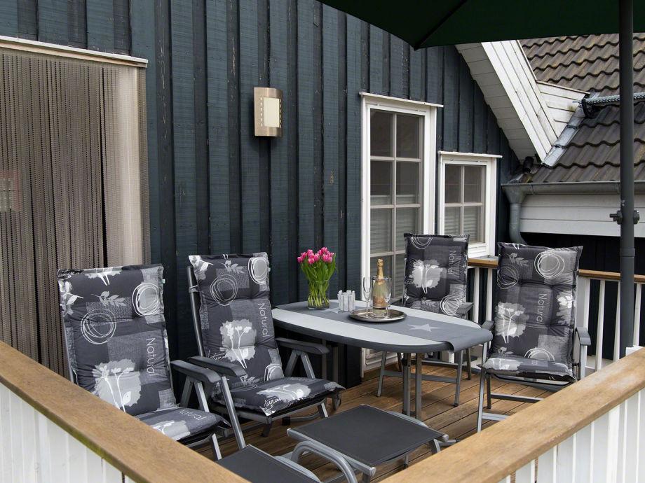 Die Wohnung bietet zwei Balkone