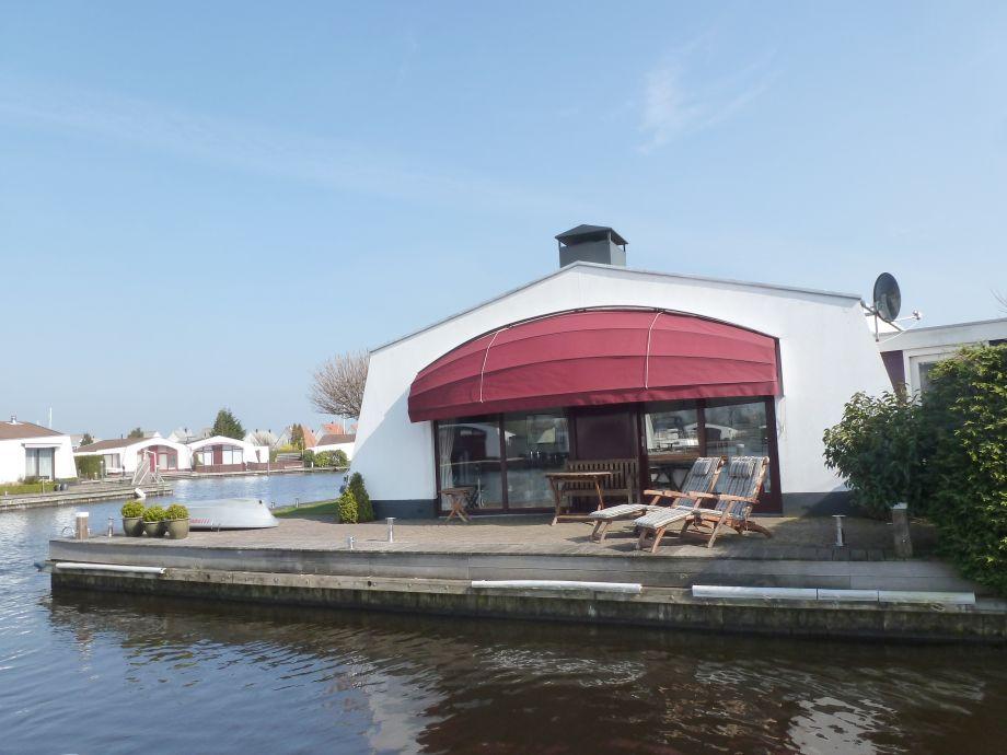 Ferienhaus, direkt am Wasser, Eckgrundstrück