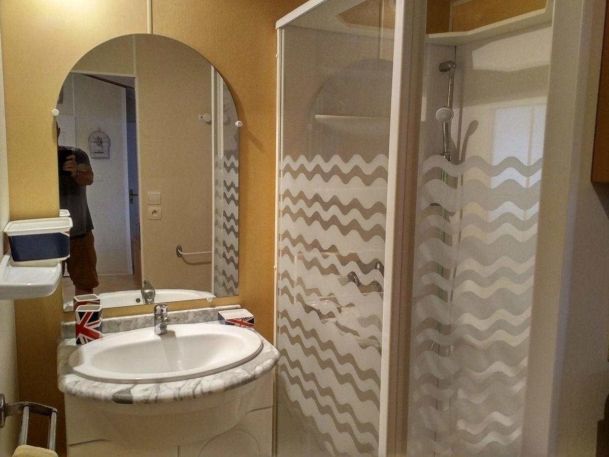 ferienhaus mobilheim 3 sainte maxime herr jean claude. Black Bedroom Furniture Sets. Home Design Ideas