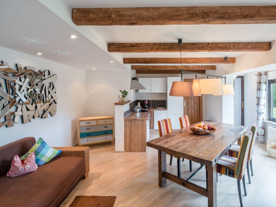 Küche mit Wohn-Essbereich