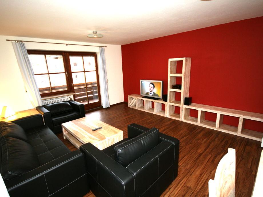 Das komfortable Wohnzimmer mit Flachbildschirm-TV