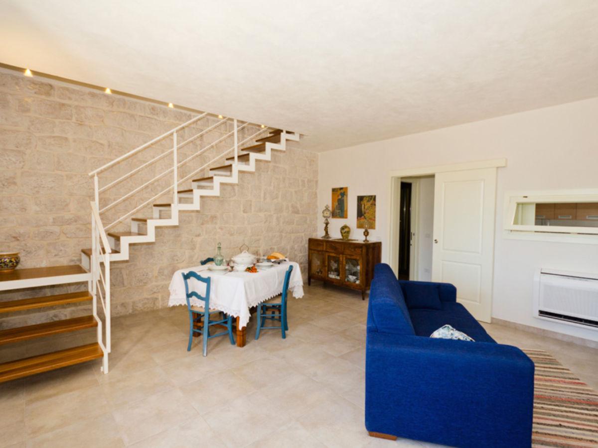 Ferienwohnung casa nespolo sizilien ragusa scicli for Wohnzimmer mit esstisch