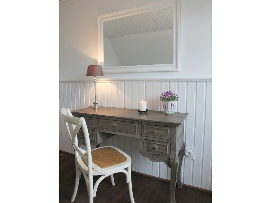 Landhaus greetsiel hausteil b nordsee frau angelika rohde - Schlafzimmer mit schminktisch ...