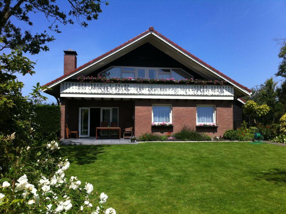 Das Haus im Sommer