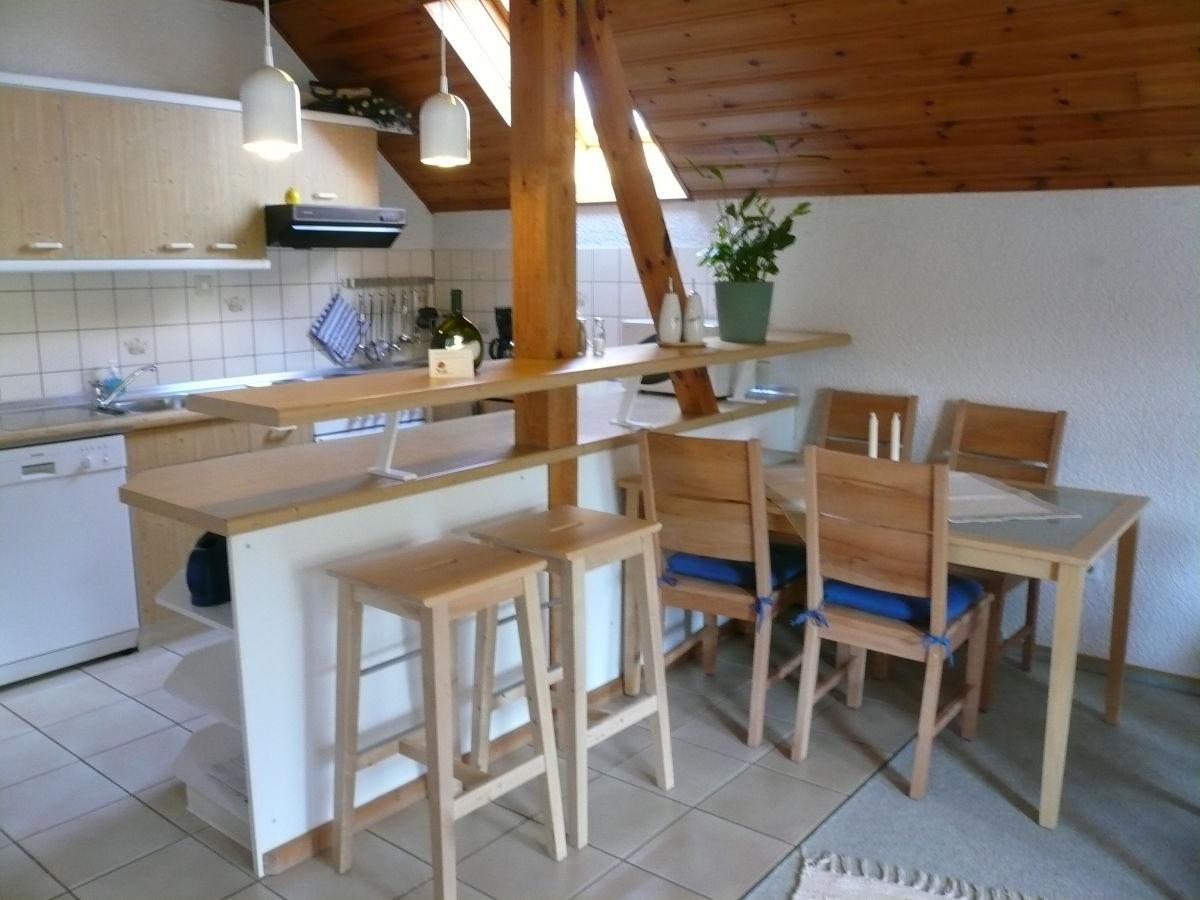 Moderne küche mit essecketheke schlafzimmer mit balkon studio mit