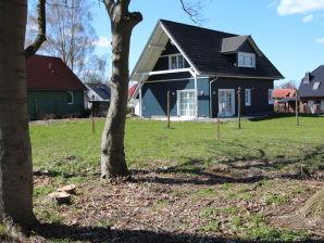 Ferienhaus Blaues Haus - Ruhe & Entspannung in Seenähe