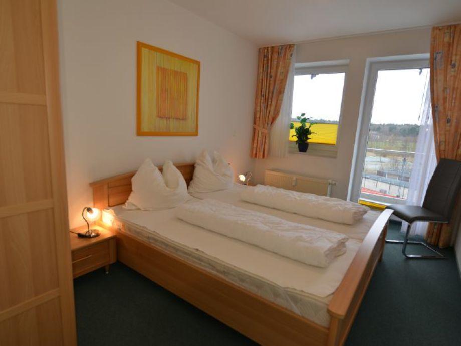 Schlafzimmer Nr. 1 mit Doppelbett u.Südbalkon