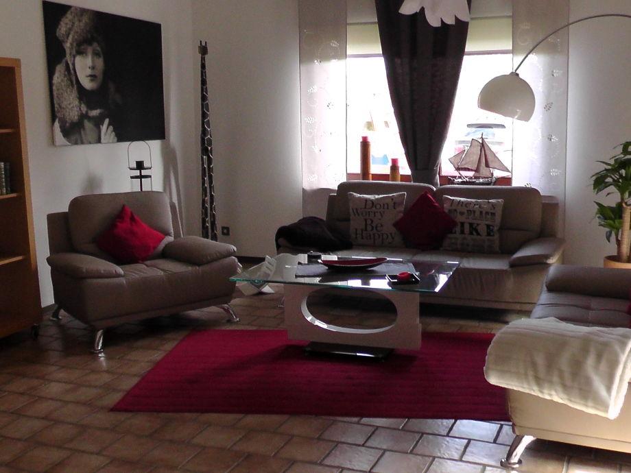 Wohnraum mit neuen Couchen
