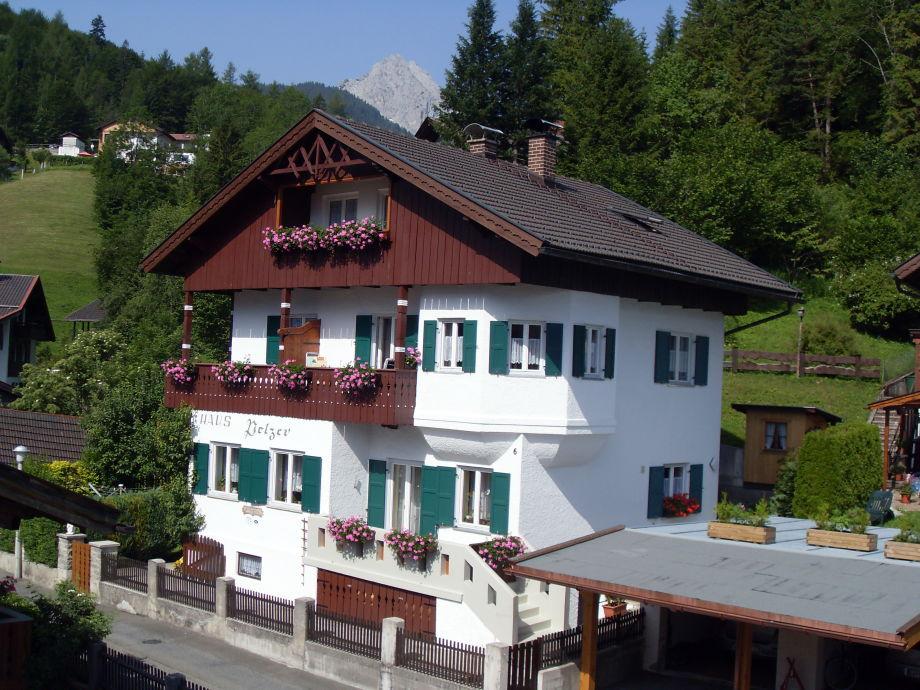 Außenansicht der Ferienwohnung Pelzer in Mittelwald