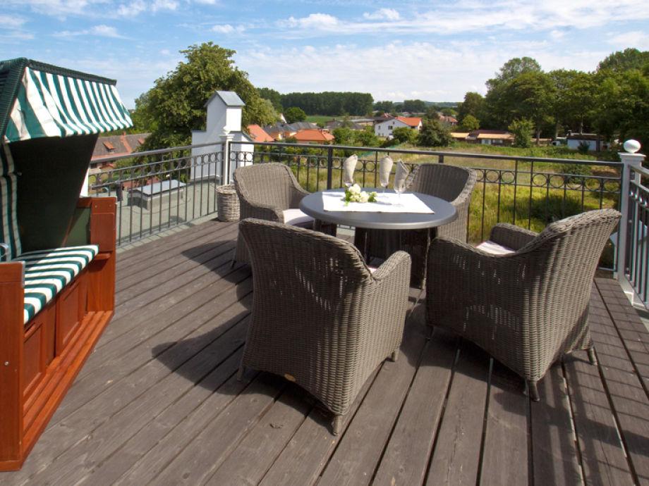 Die Terrasse mit herrlichem Blick