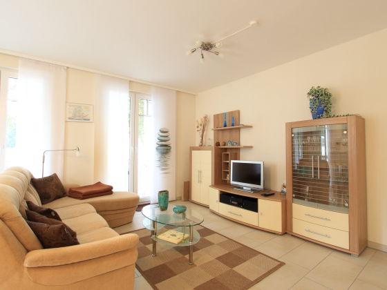 Ferienwohnung ankerplatz in der villa antonia ostseek ste firma ostsee steilk ste frau - Groayes wohnzimmer einrichten ...