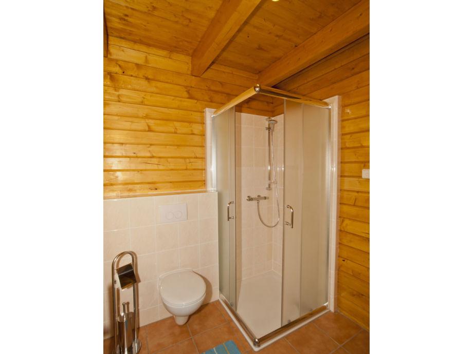 badezimmer dusche mit schr ge kleines bad zum traumbad ideen und badeinrichtung f r ein. Black Bedroom Furniture Sets. Home Design Ideas