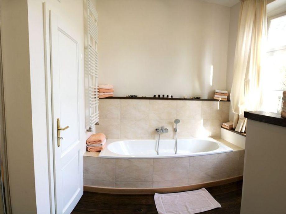 Ferienwohnung igel im romantischen landhaus an der - Badezimmer mit dusche und badewanne ...