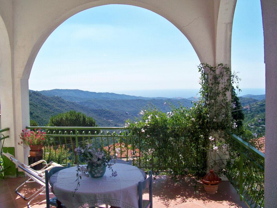 Herrlicher Blick von der Terrasse ...