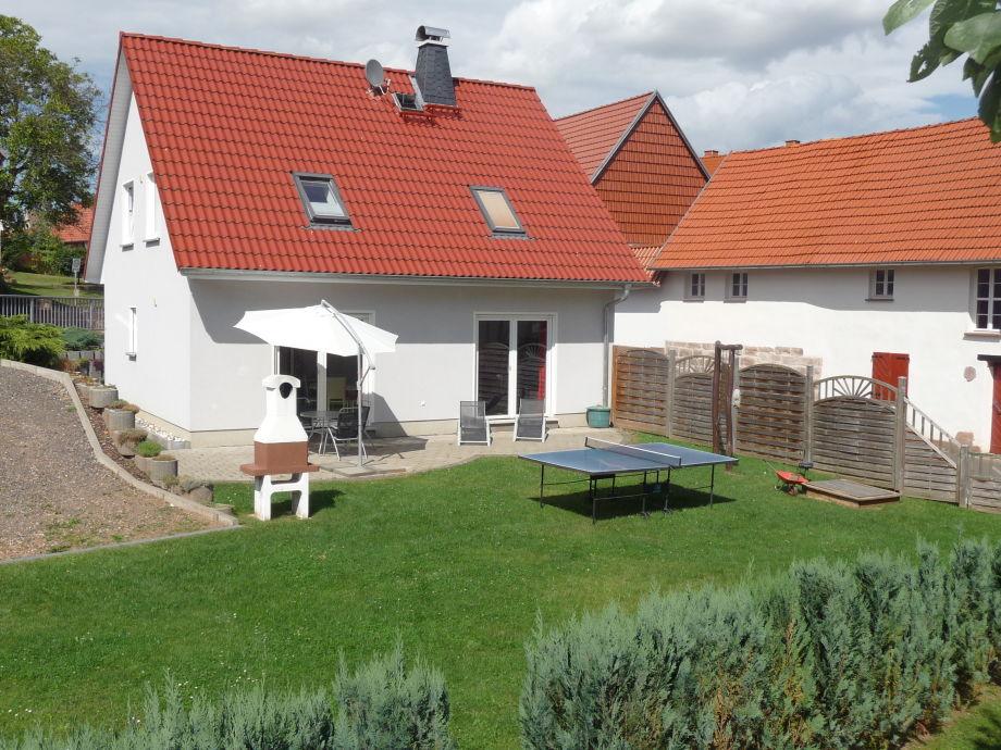 Ferienhaus (Rückseite) mit Terrasse