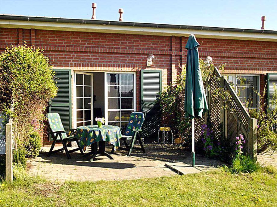 Terrasse mit Blick ins Wohnzimmer